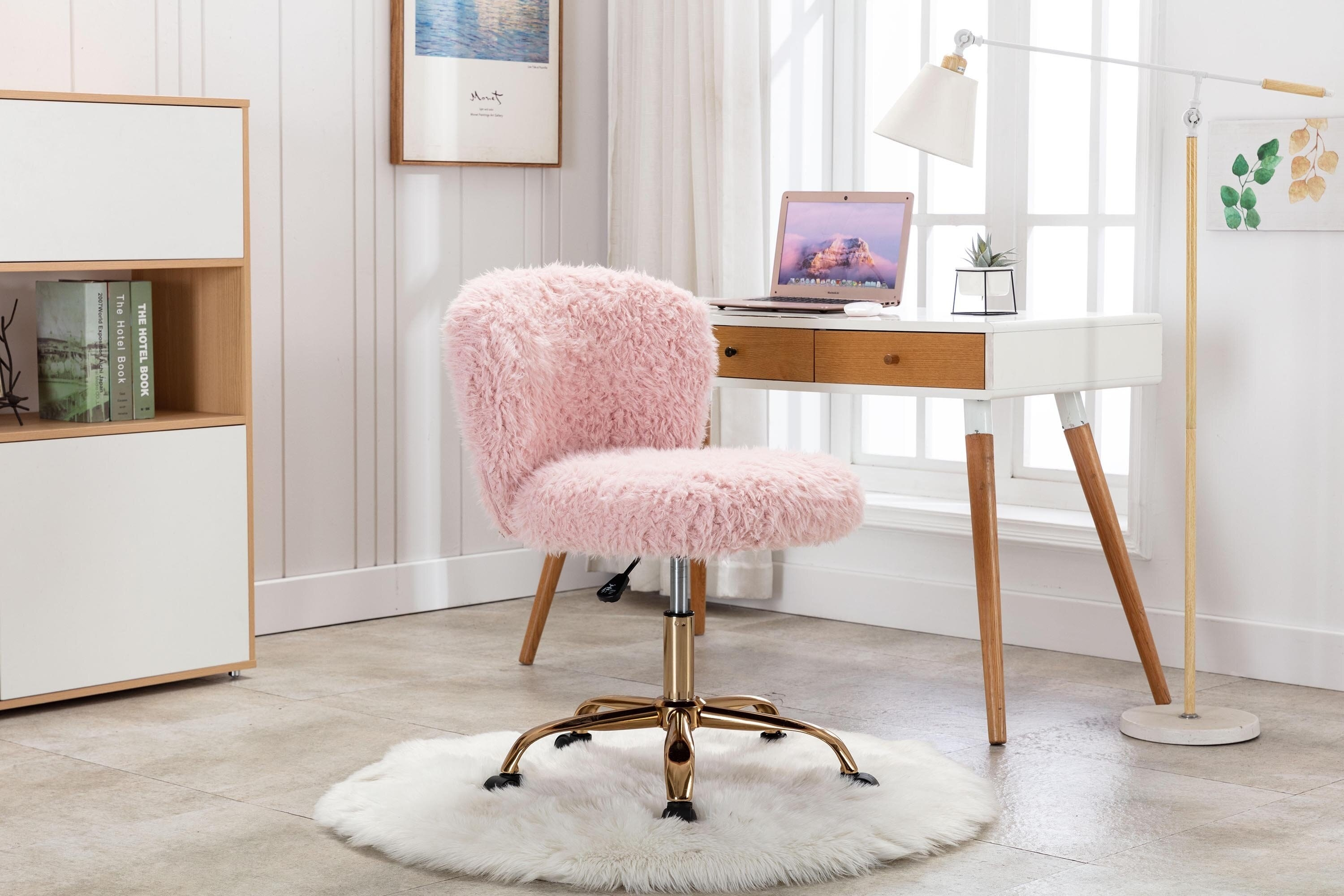 The fuzzy chair in pink