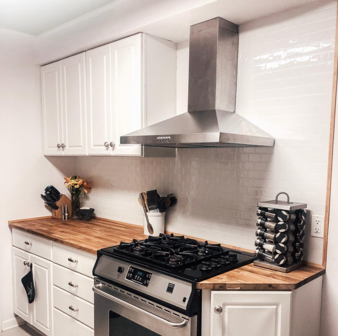 A reviewer's kitchen with the white tiles