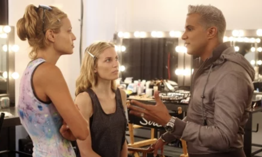 Jay Manuel speaking to contestants on the show