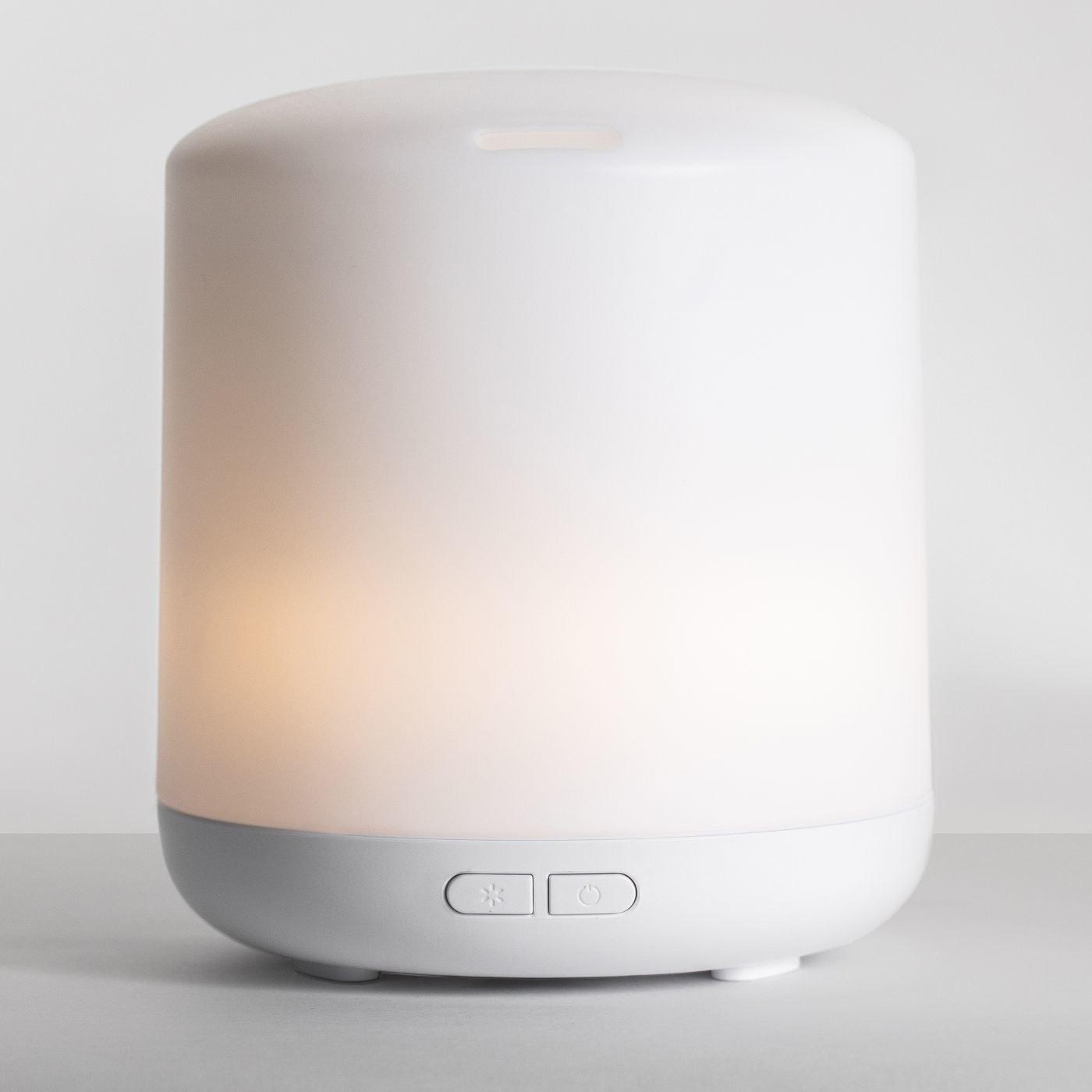 A white oil diffuser