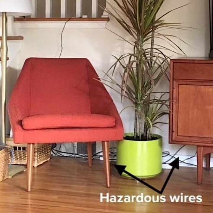 Reviewer image of wires on show in their living room