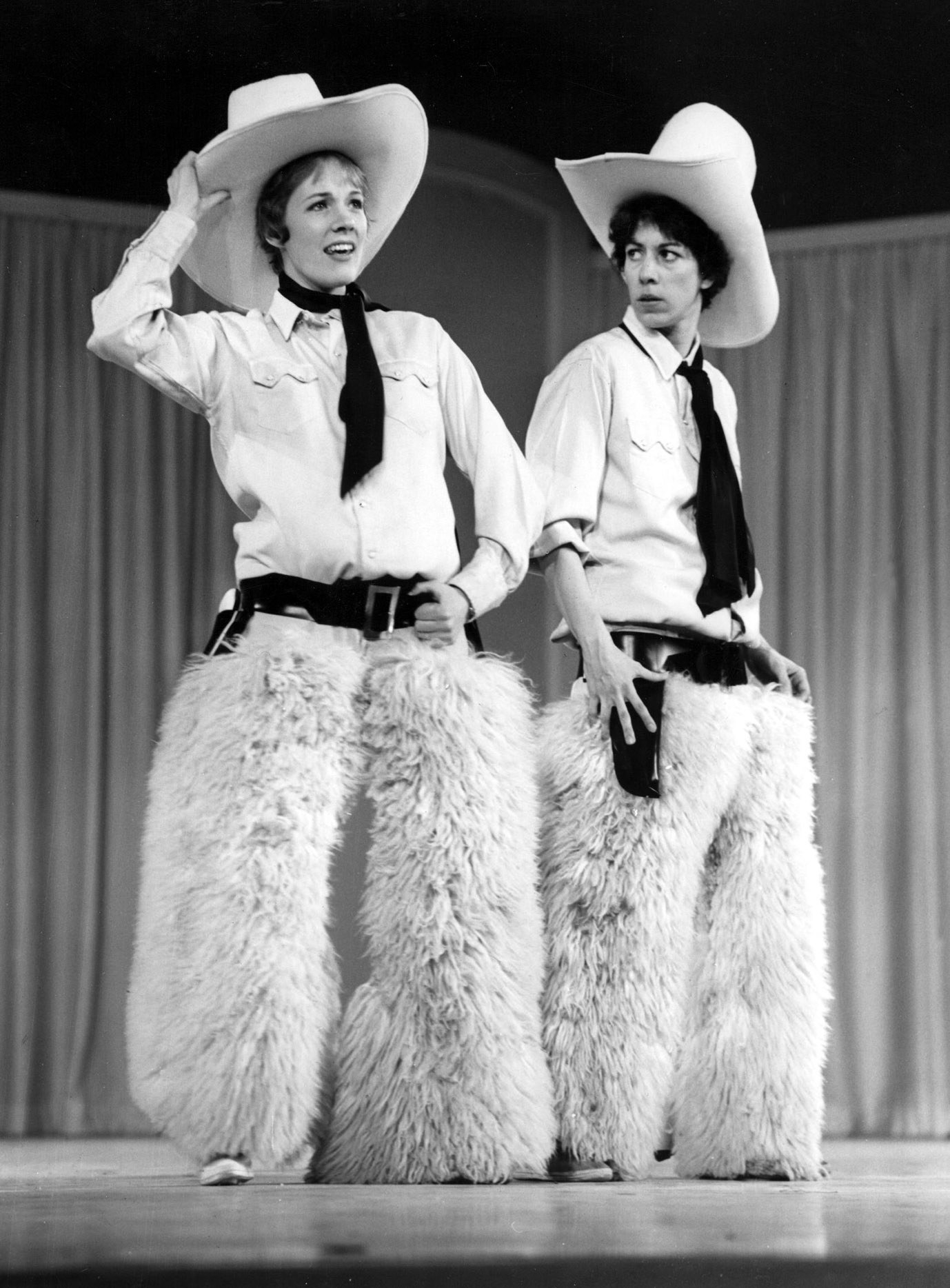 """Julie Andrews and Carol Burnett performing in cowboy outfits at their concert special """"Julie and Carol at Carnegie Hall"""" in 1962"""
