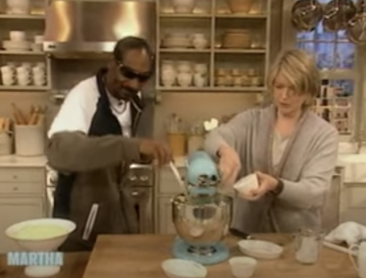 """Snoop Dogg and Martha Stewart making mashed potatoes together on """"The Martha Stewart Show"""" in 2008"""