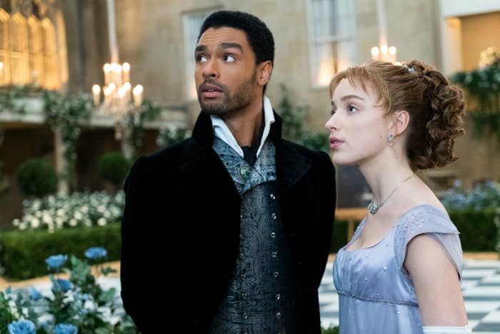 Regé-Jean Page and Phoebe Dynevor as Simon and Daphne