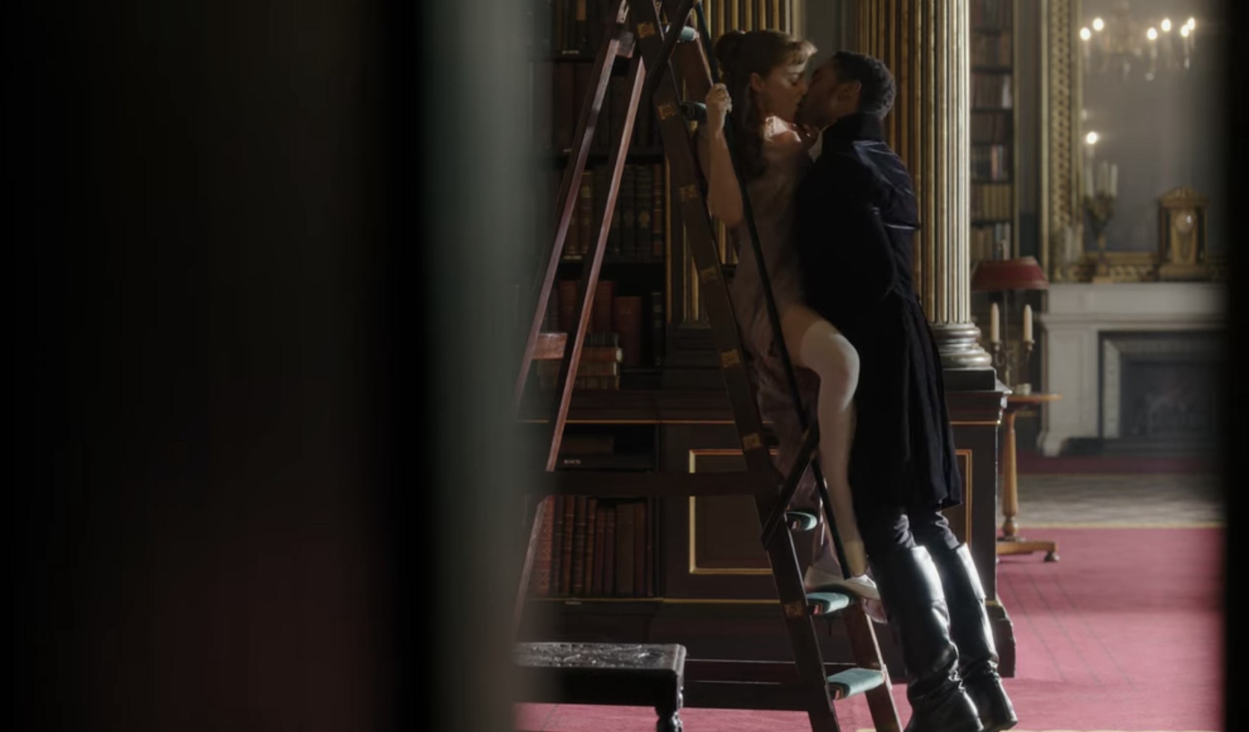 Daphne and Simon kissing in the library