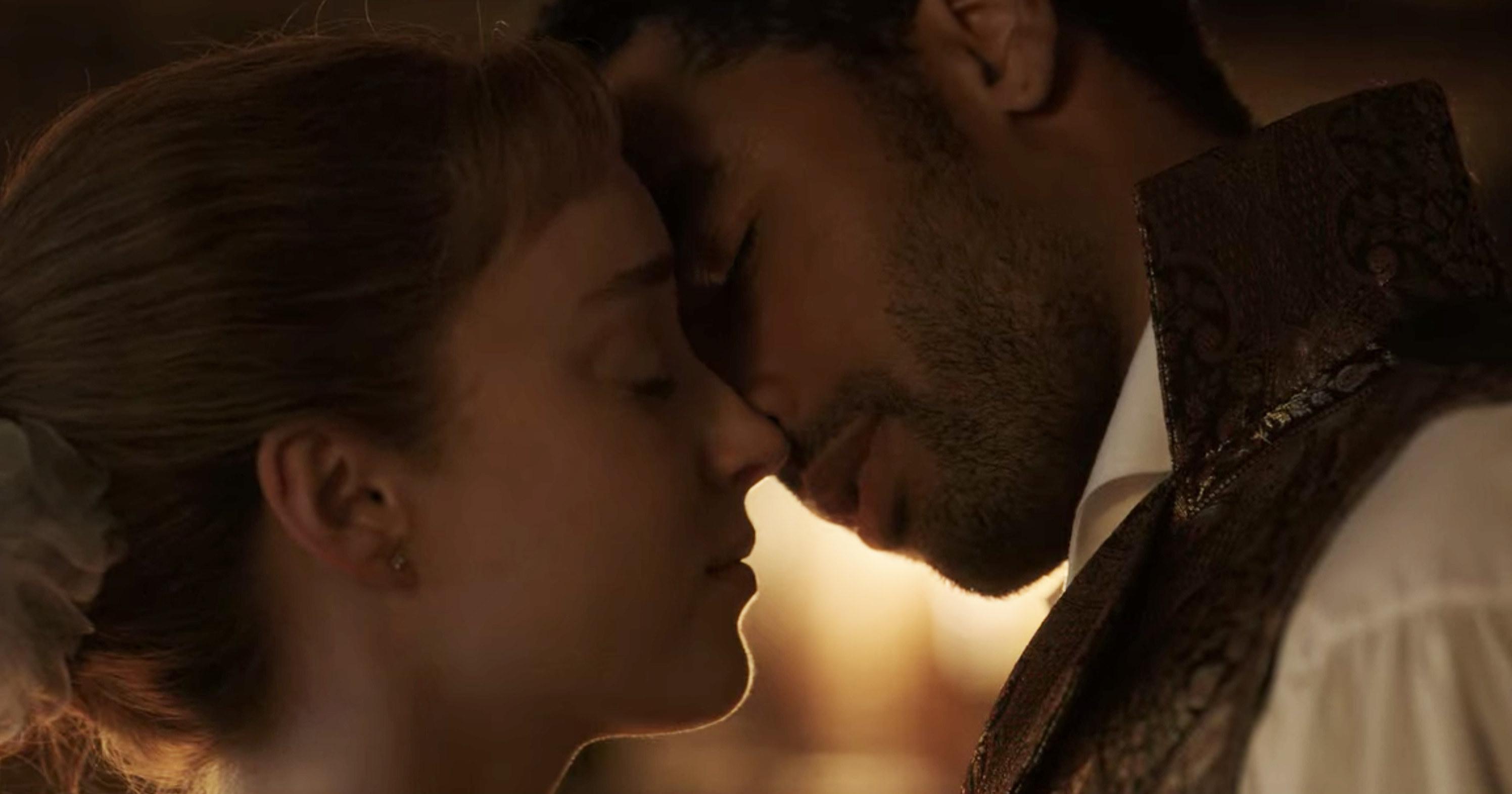 Simon and Daphne kissing