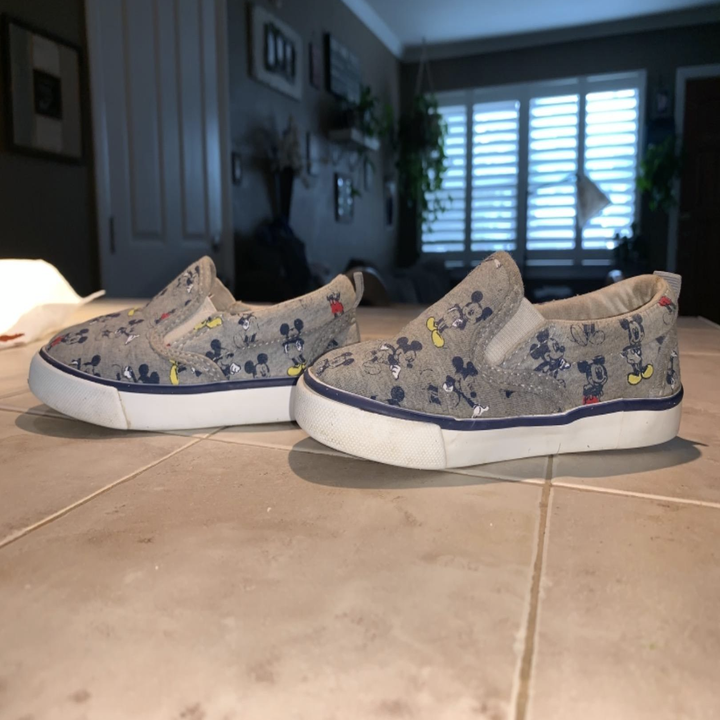 The same shoes without scuff marks