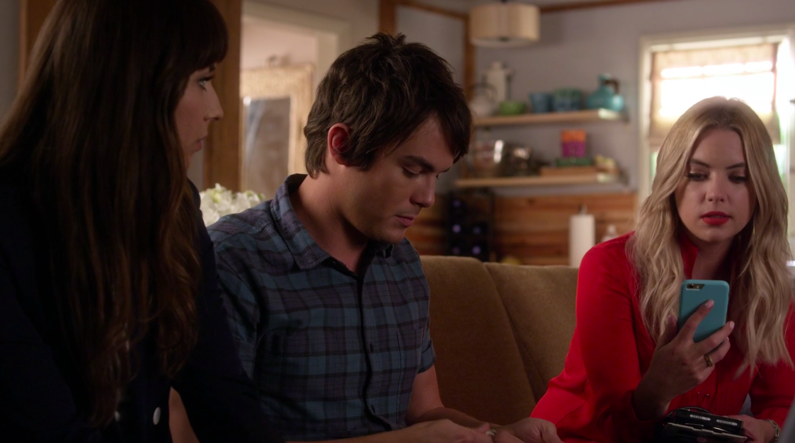 Spencer and Caleb sit on couch alongside Hanna