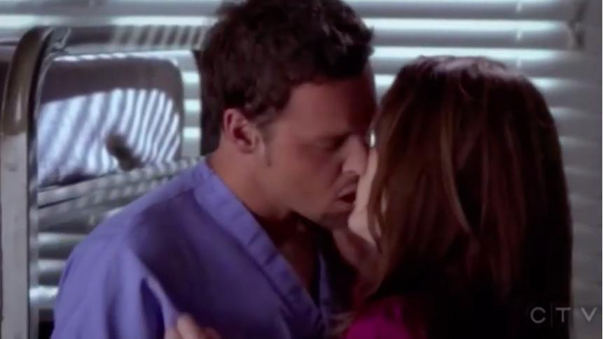 Alex and Ava/Rebecca kissing