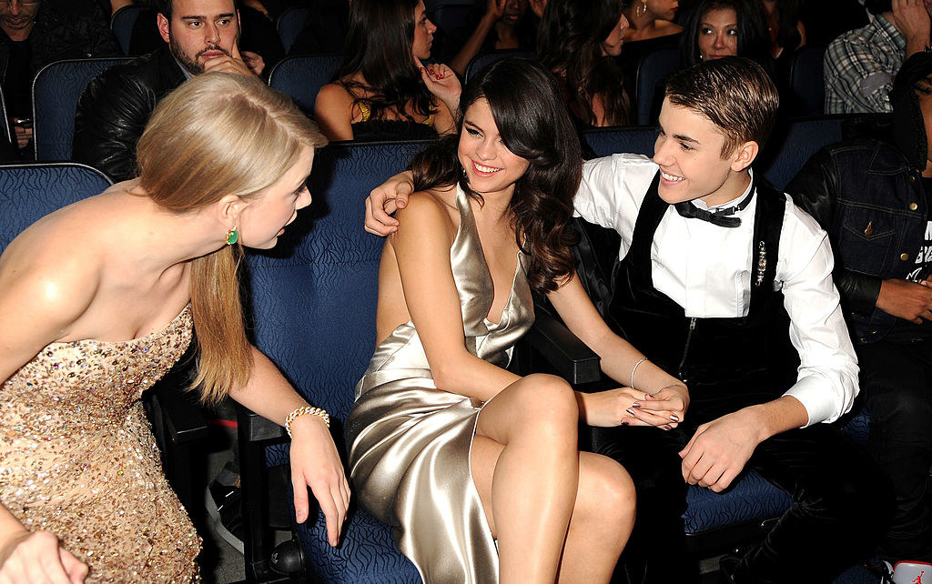 with taylor swift and justin bieber at an award show