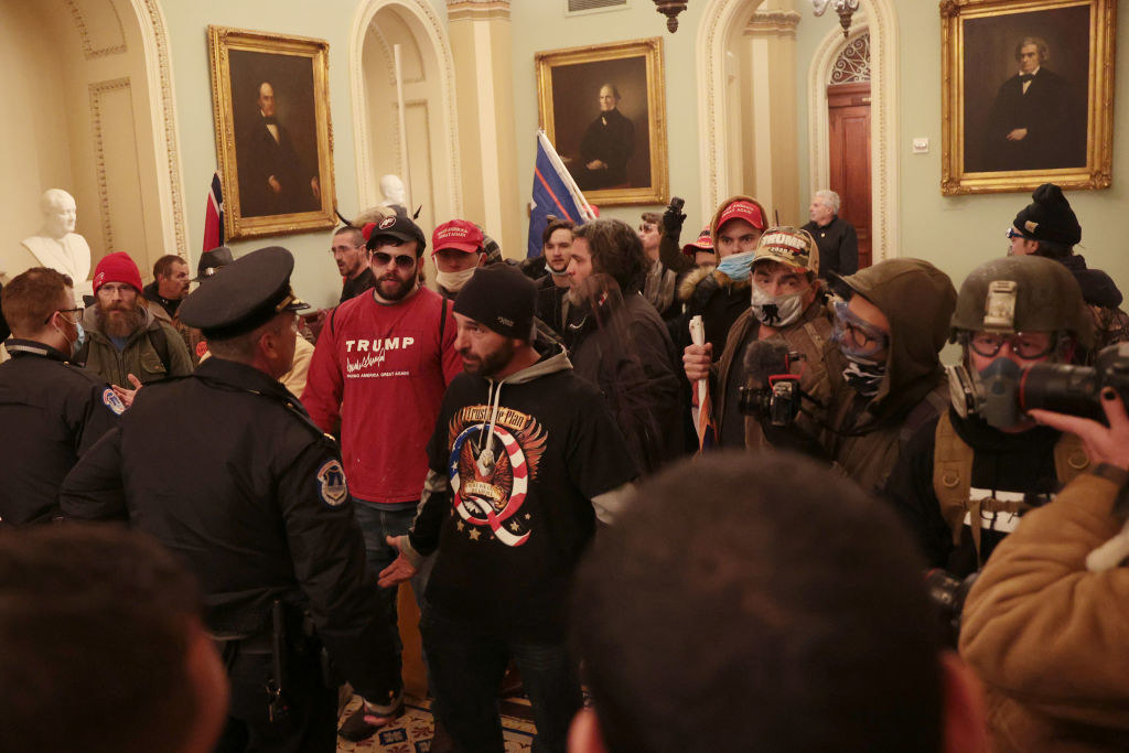Trump supports talk to the police inside the Capitol