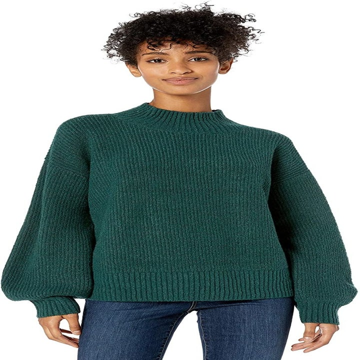 a model in the sweater in green