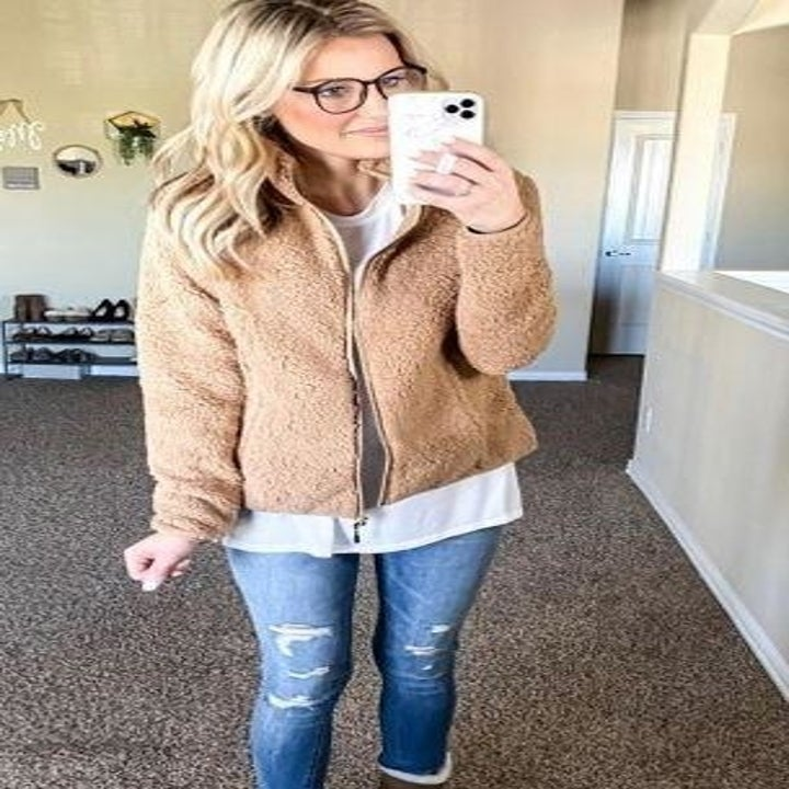 a reviewer in the sherpa jacket in tan