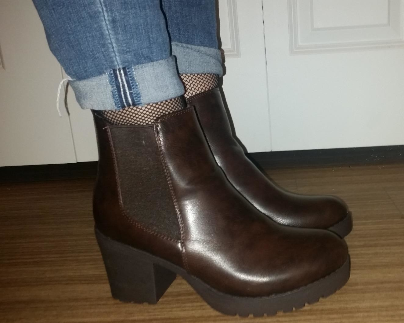 Reviewer wearing the brown boots