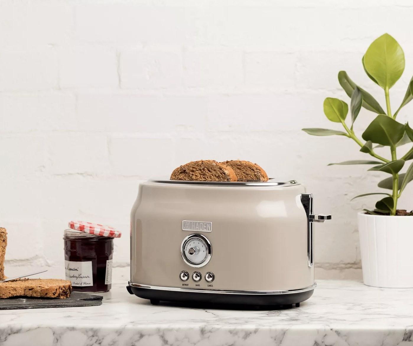 The beige retro toaster