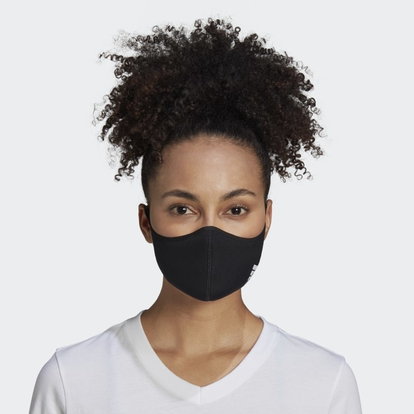 A model wearing the face mask in black