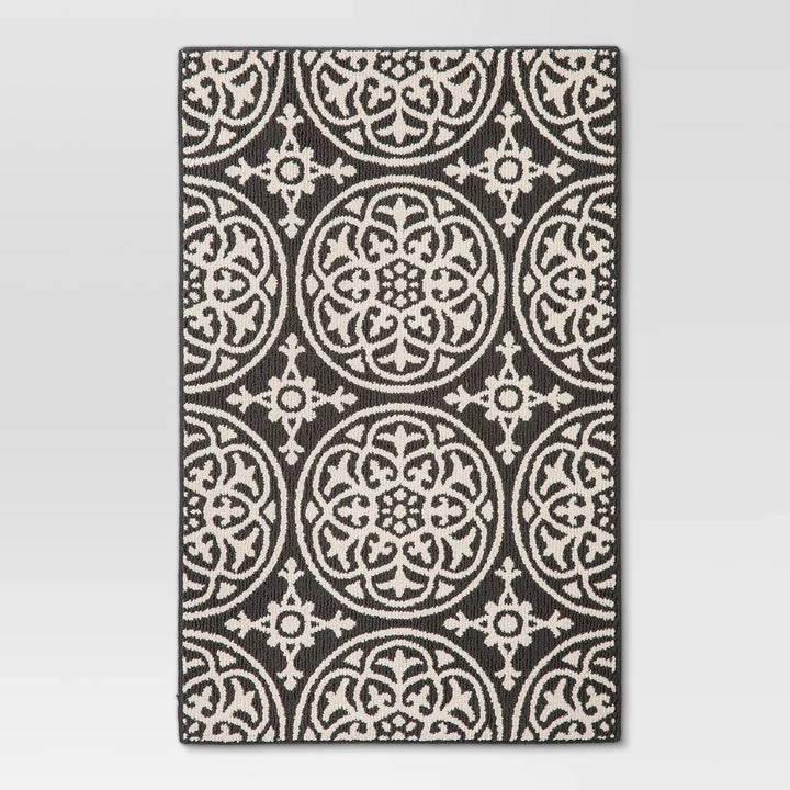 The geometric patterned rug in gray
