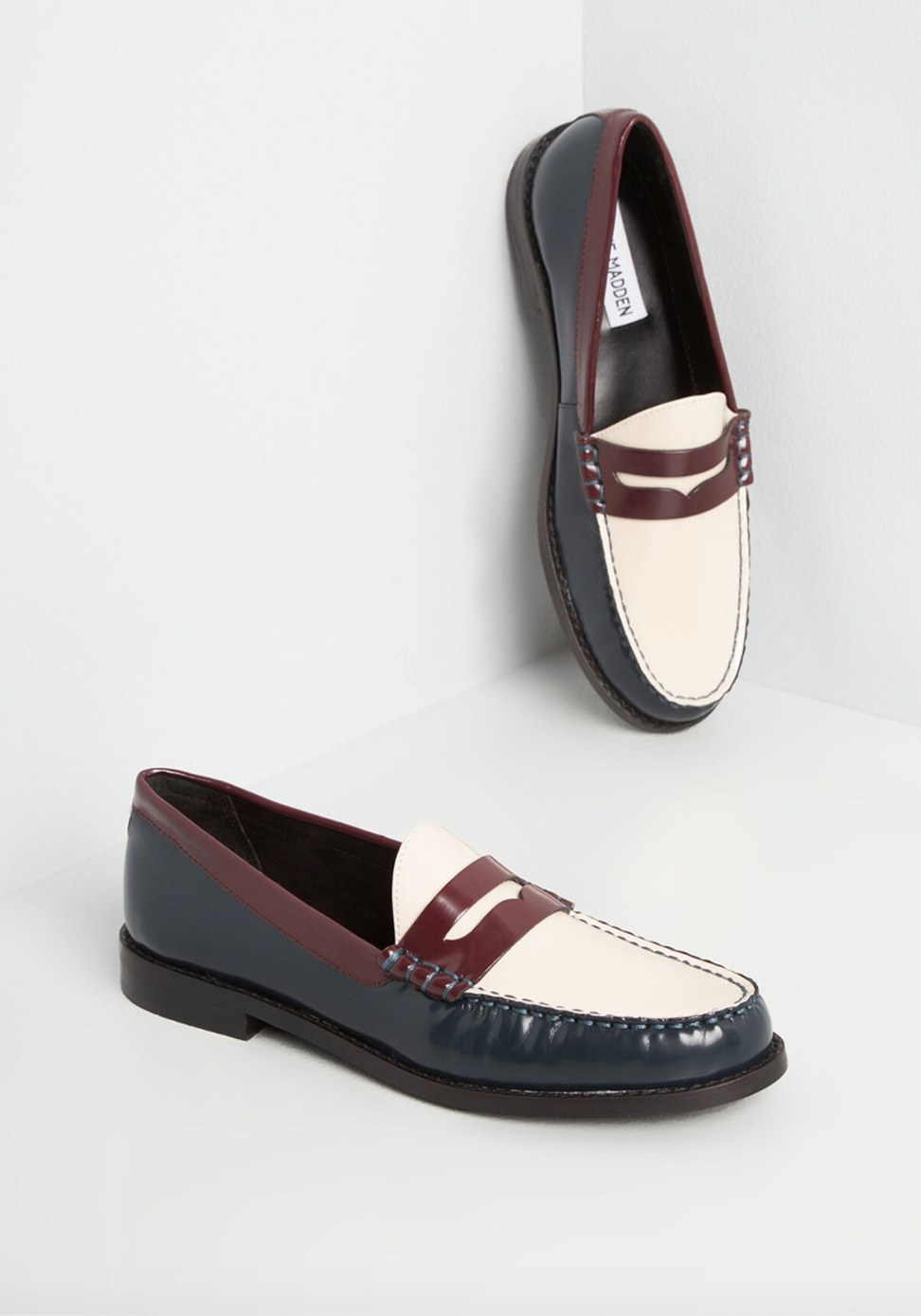 The penny loafers in white and burgundy