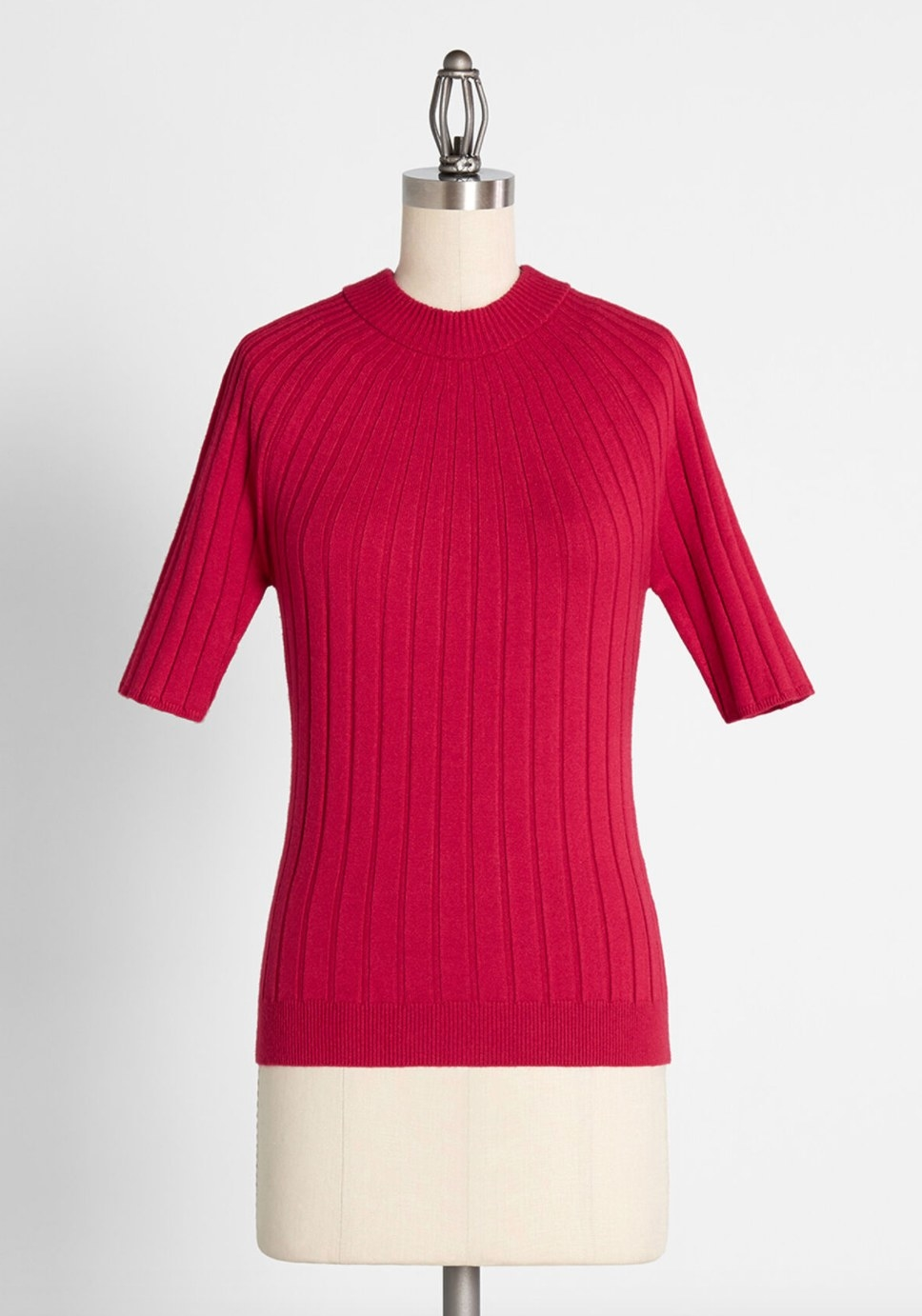 The mockneck sweater in red