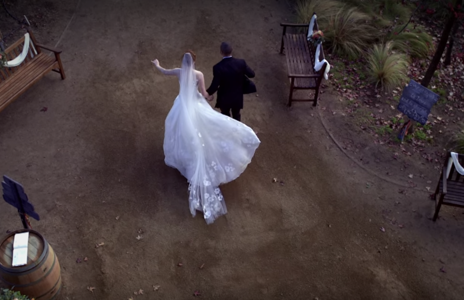 April runs away with Jackson at her wedding to Matthew in Grey's Anatomy