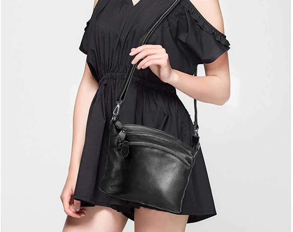 A model holding the bag in black