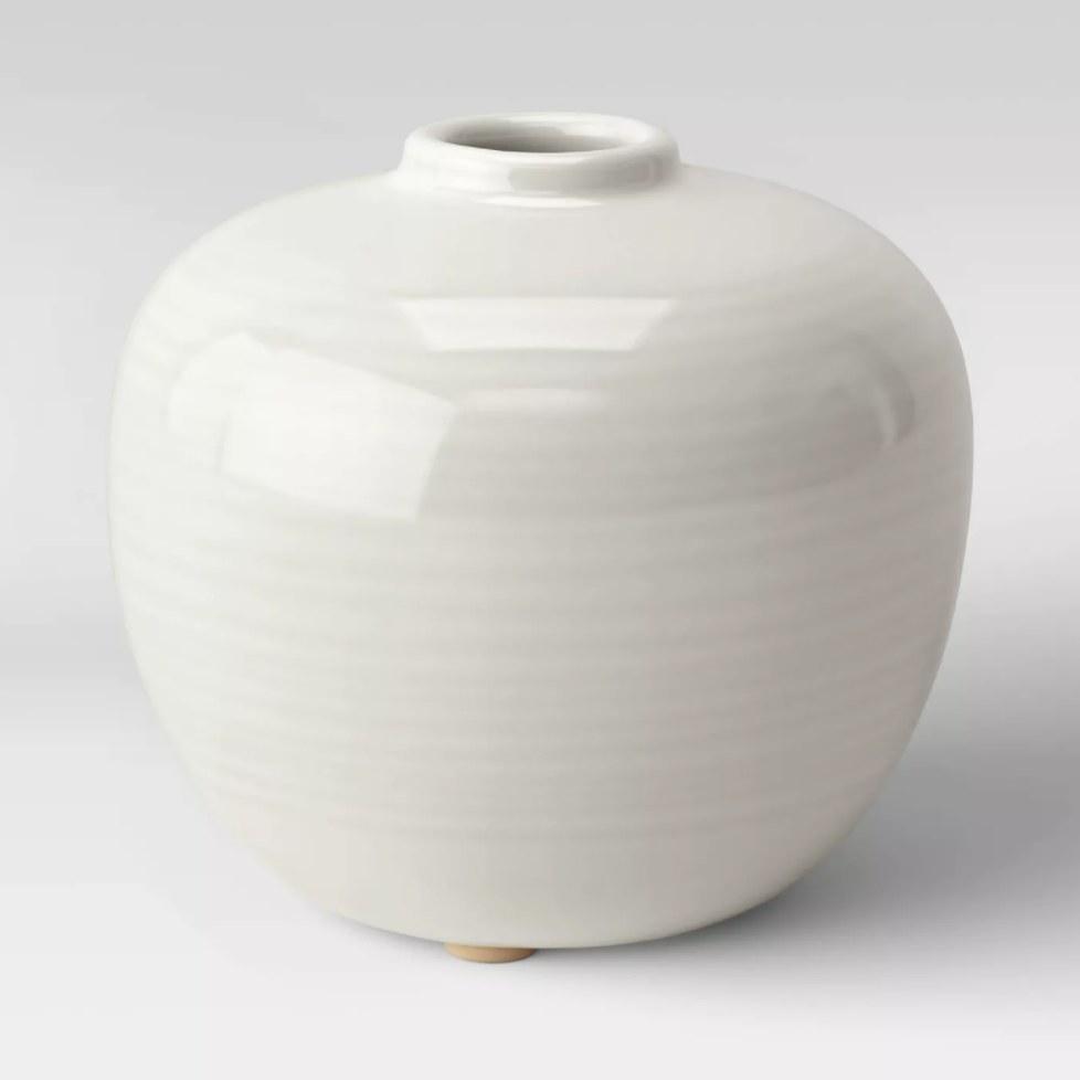 The white round vase