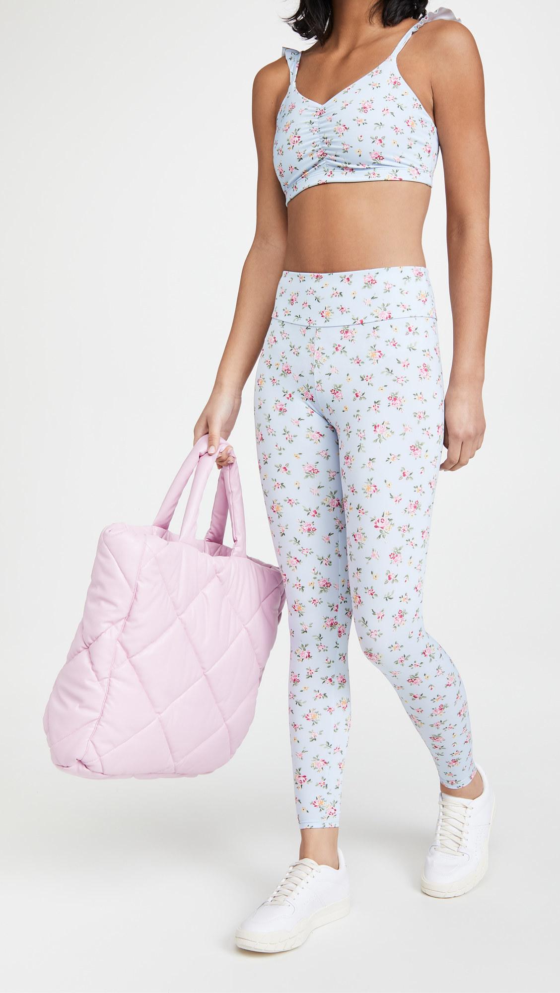 A model wearing the leggings