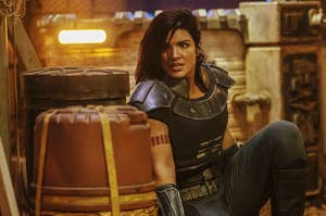 Gina Carano takes cover in The Mandalorian