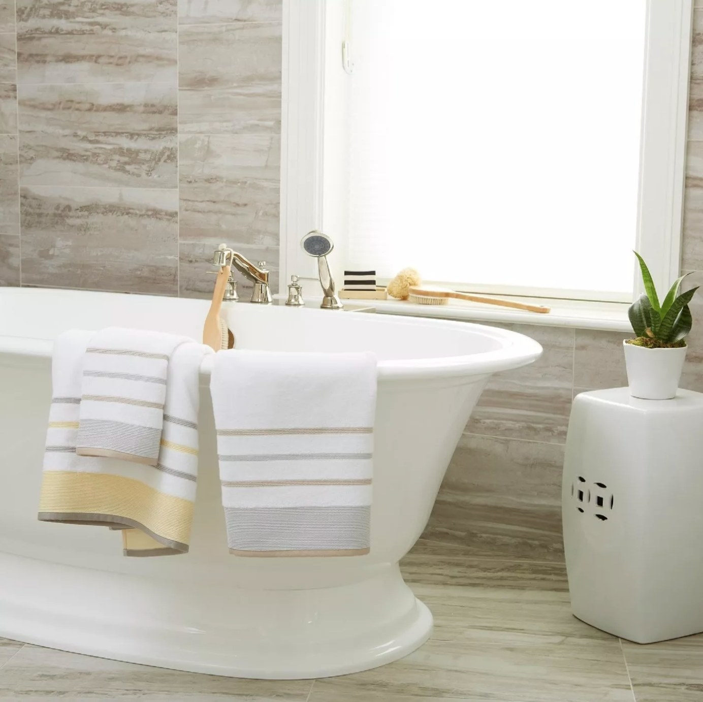The cotton striped towel set in white