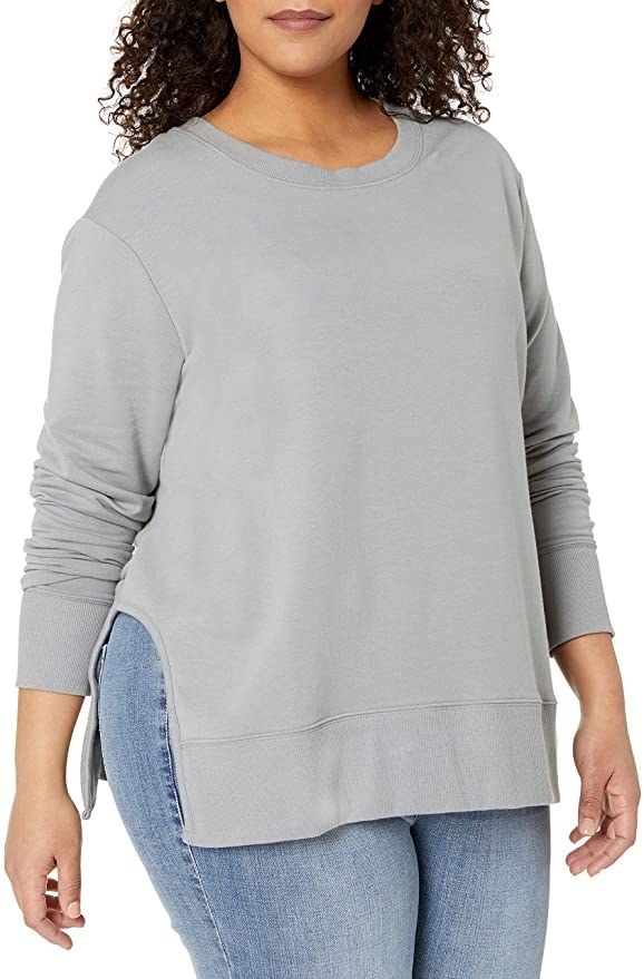 Model wears gray pullover