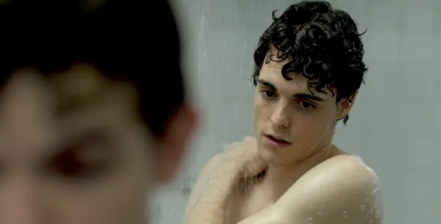 "The two main characters showering in ""The Way He Looks"""