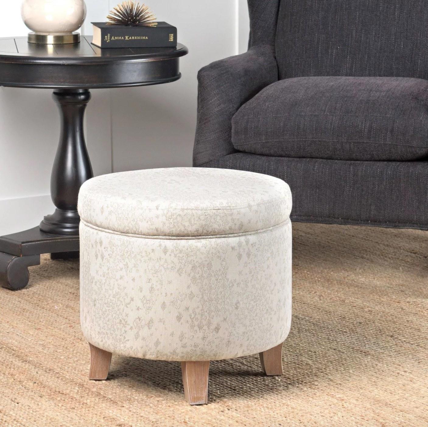 The round storage ottoman in linen