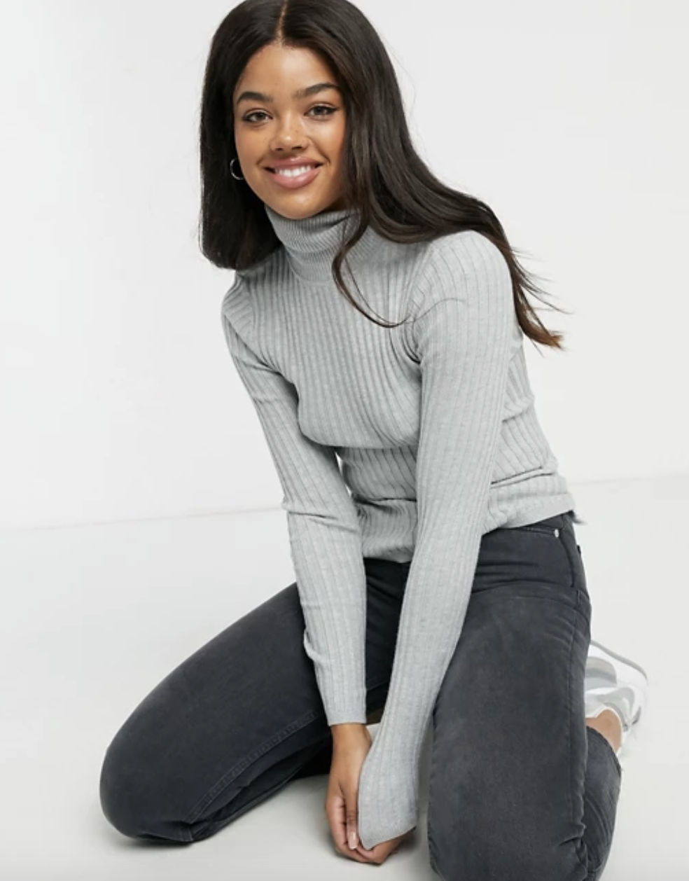 model wearing the gray sleeved top