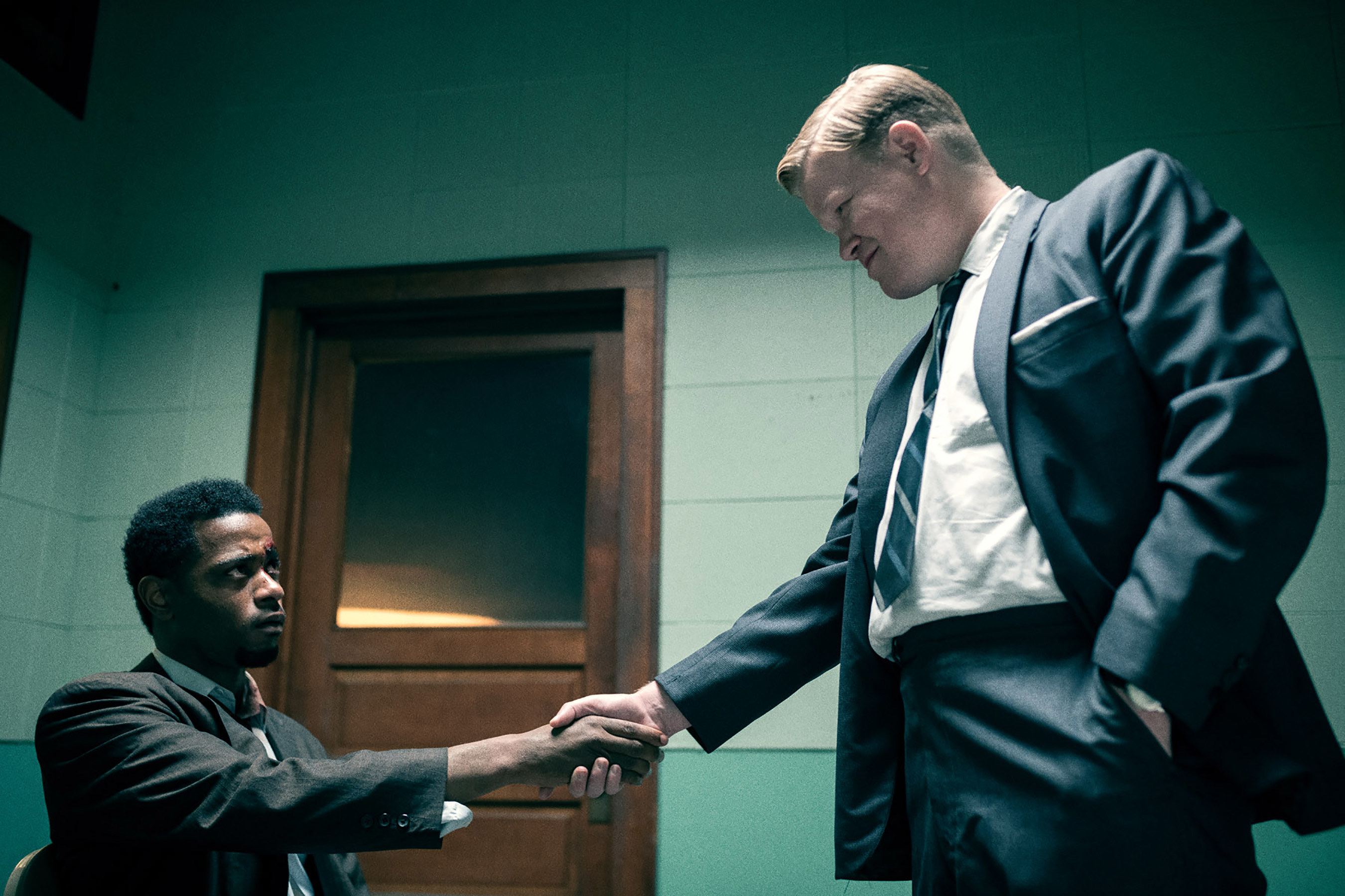 William O'Neal and FBI Agent Roy Mitchell shake hands