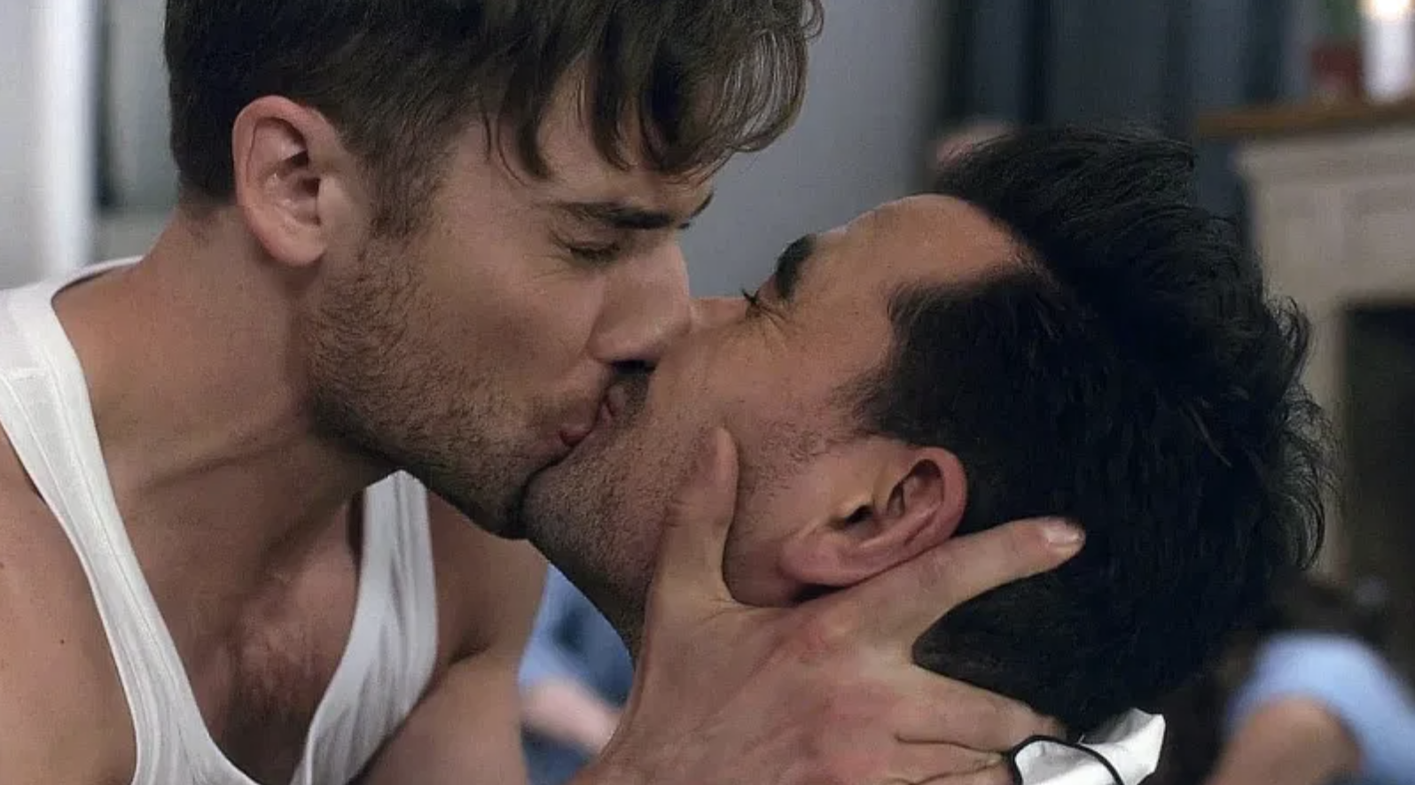 "Ted and David kissing on ""Schitt's Creek"""