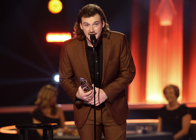 Morgan Wallen accepts an award during the 2020 CMA Awards in Nashville