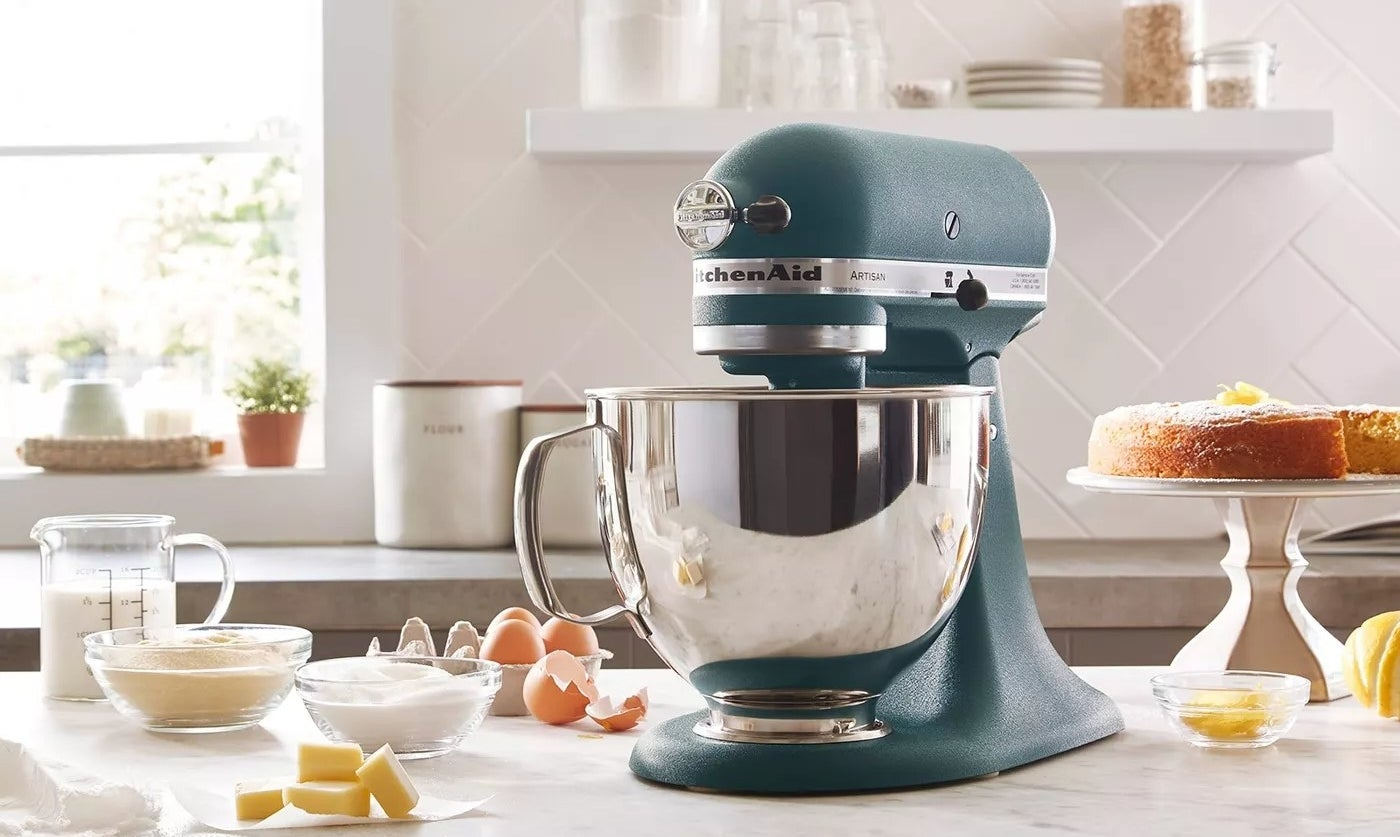 stand mixer on kitchen counter
