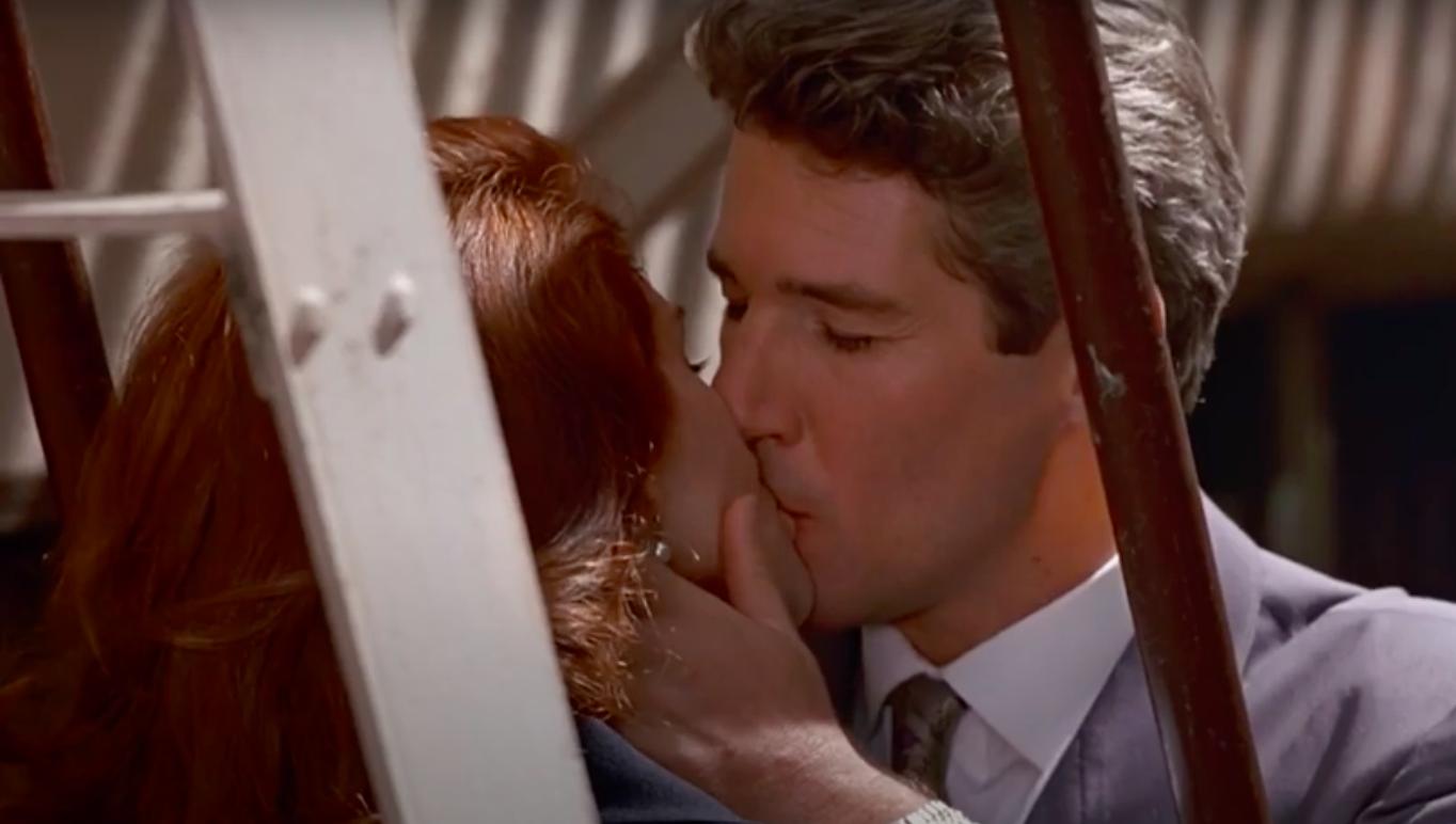 Vivian and Edward kissing