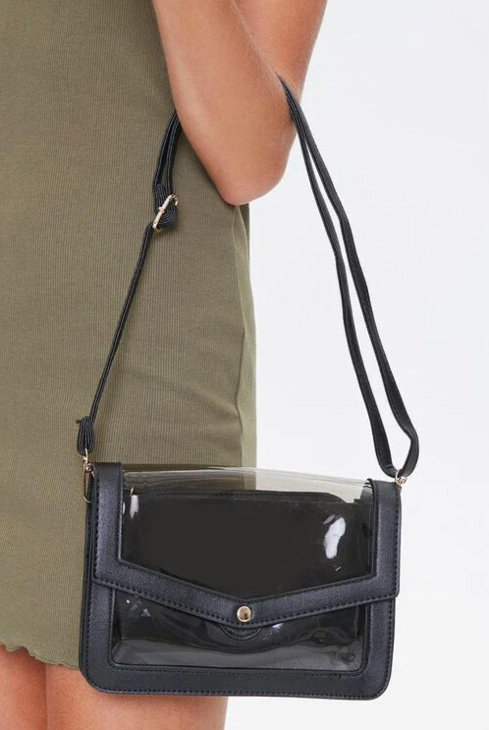 Model carrying the bag in black