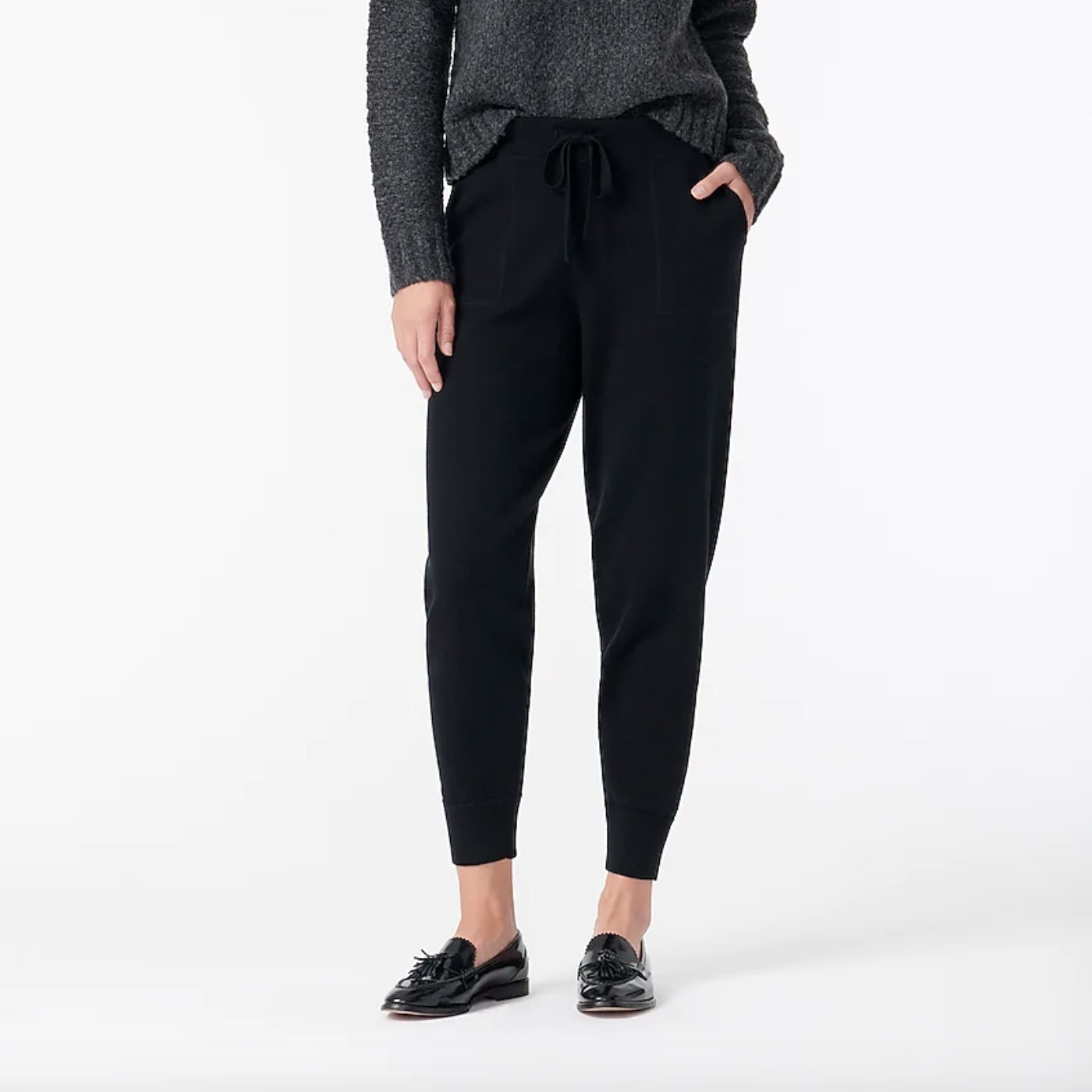 The cashmere joggers in black