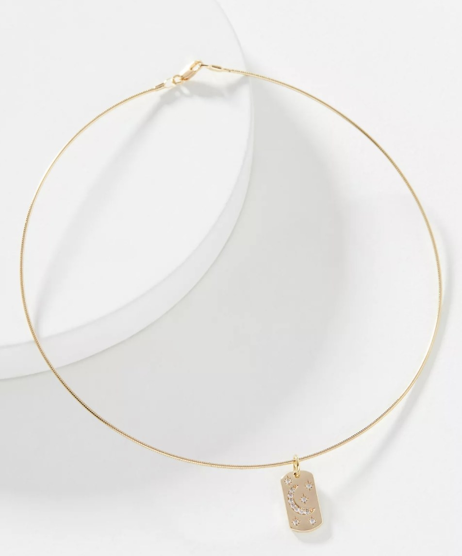 The gold choker necklace
