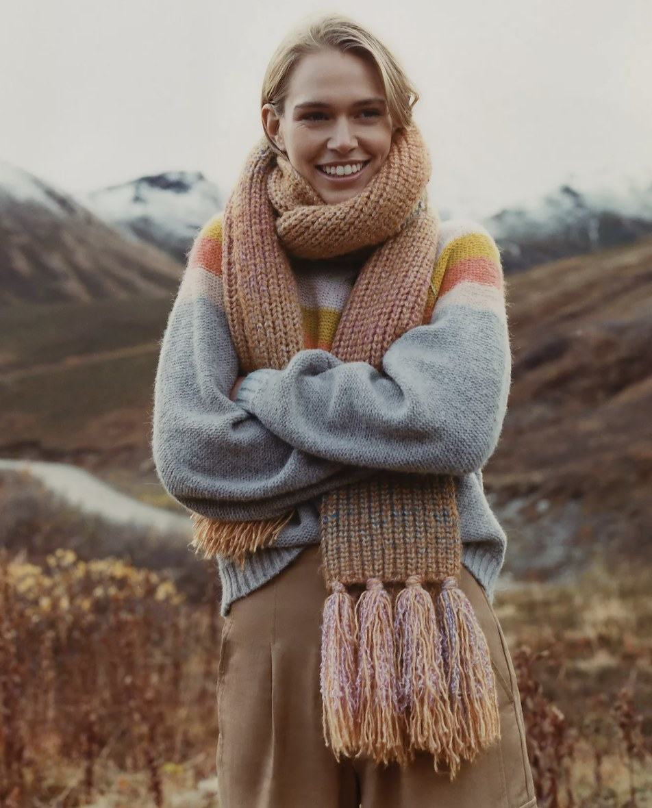 Model is wearing a chunky ribbed scarf