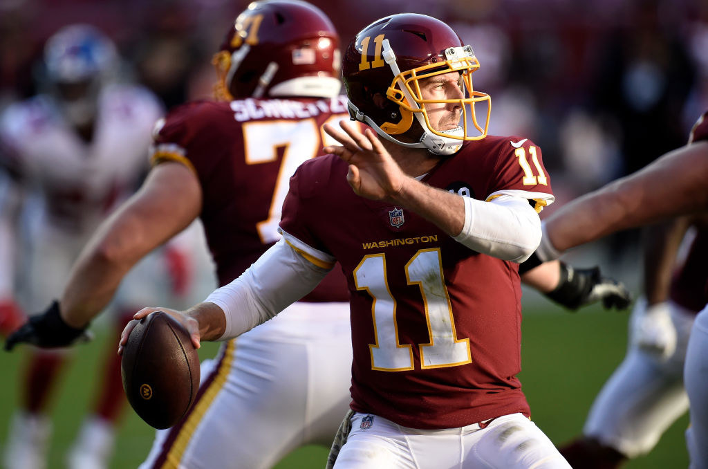 Alex Smith throwing football