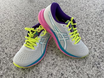 Reviewer photo of Asics Gel-Excite 7 in the shade Polar Shade/White