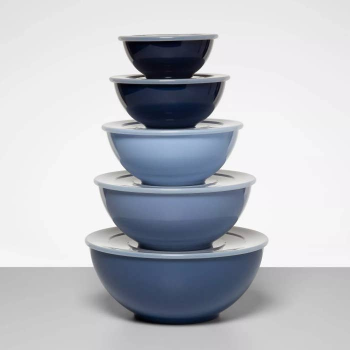 The blue bowls with lids