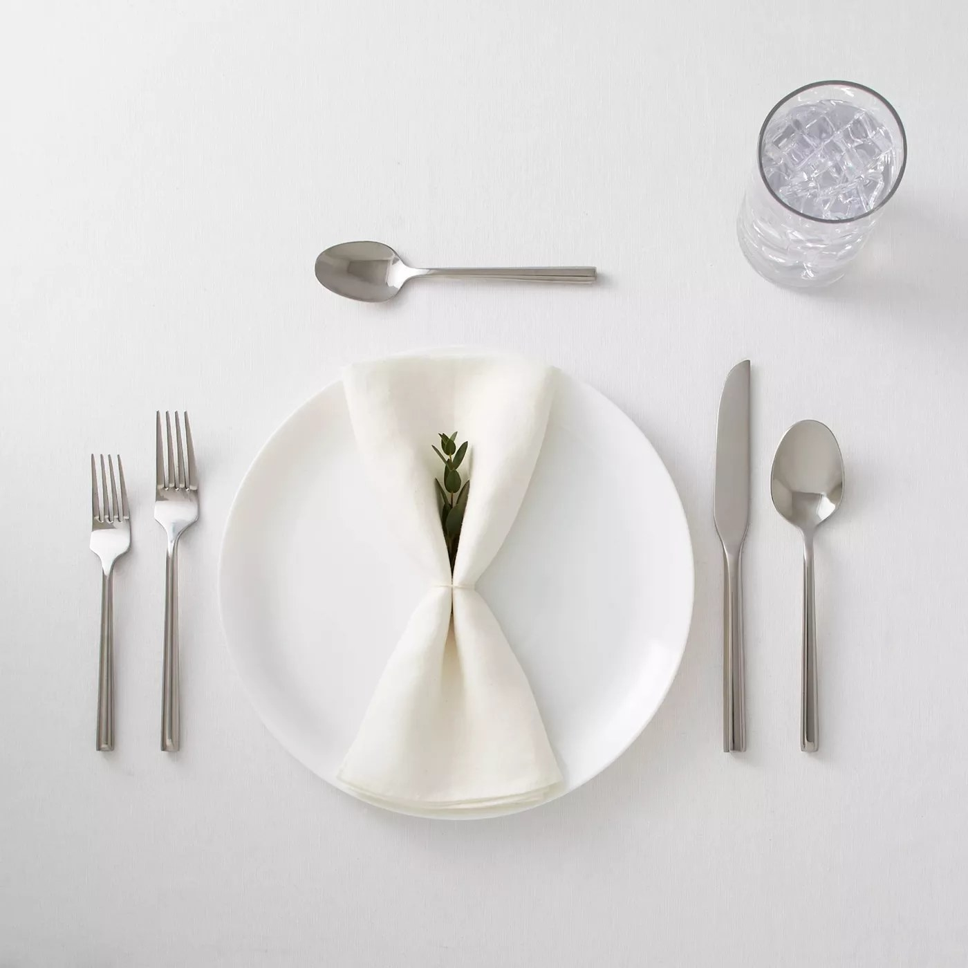 The stainless steel cutlery