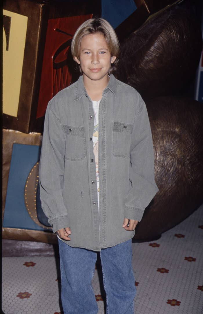 Photo of Jonathan Taylor Thomas in baggy clothes