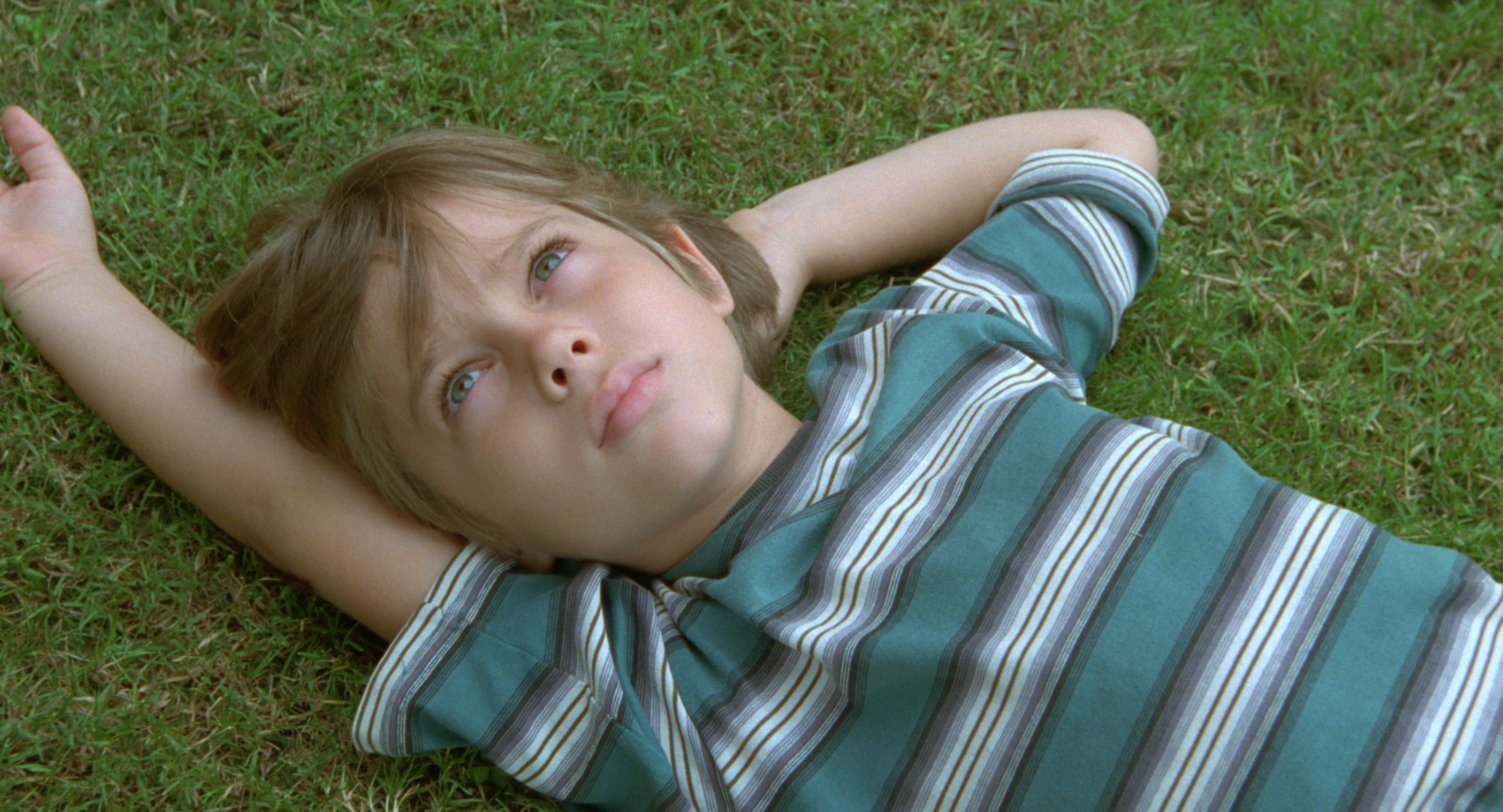 The boy from Boyhood looking up at the sky.