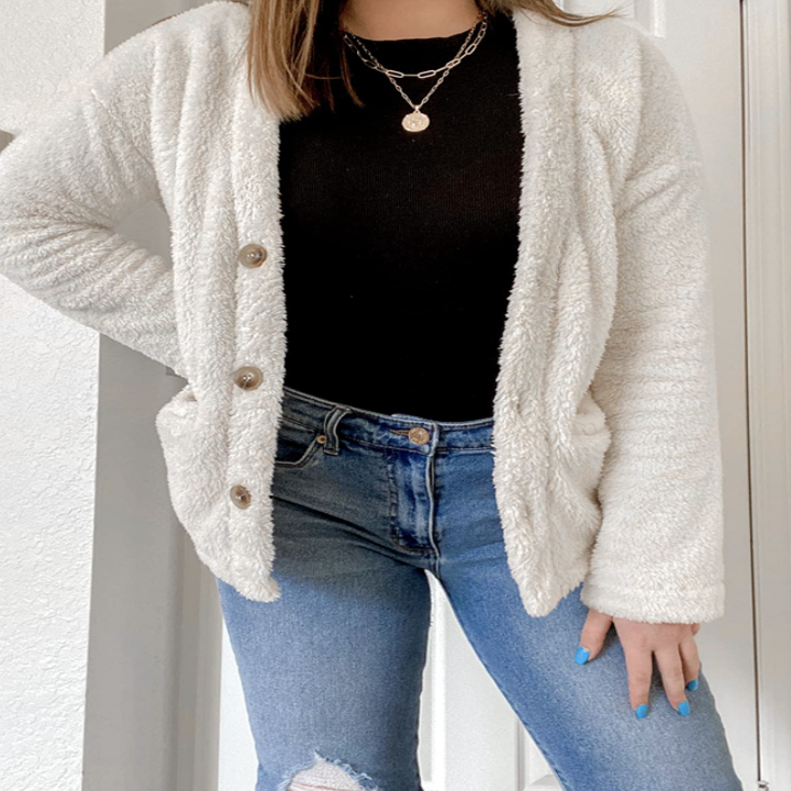 reviewer wearing necklaces with trendy outfit