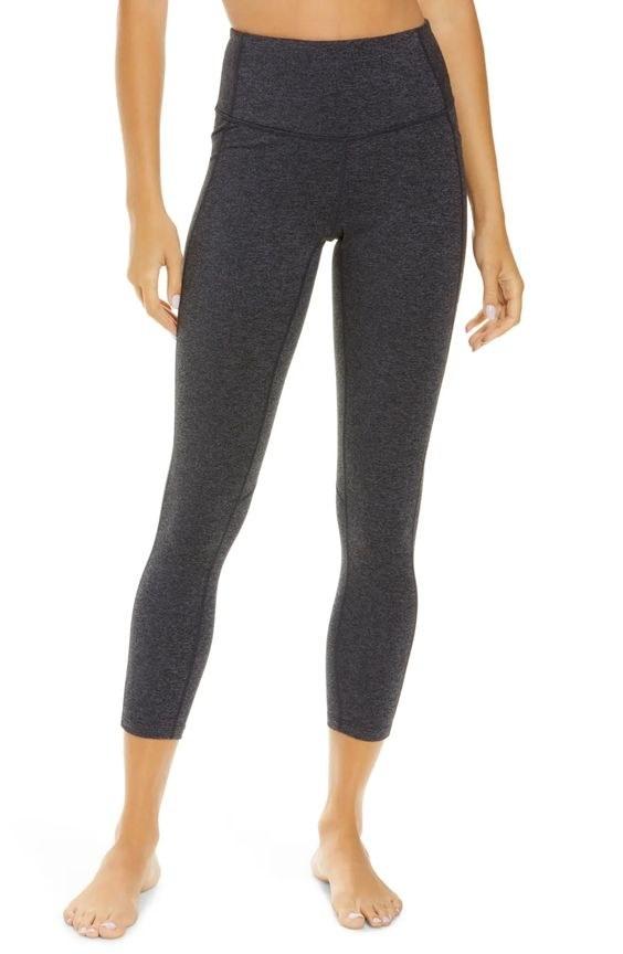 model wearing 7/8 leggings in a gray color